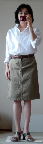 白シャツとタイトスカートのコーデ