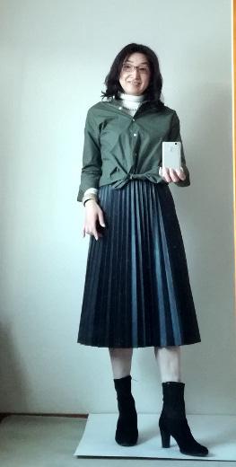 ビッグシャツとプリーツスカートのコーデ