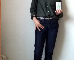 シャツとデニムパンツ