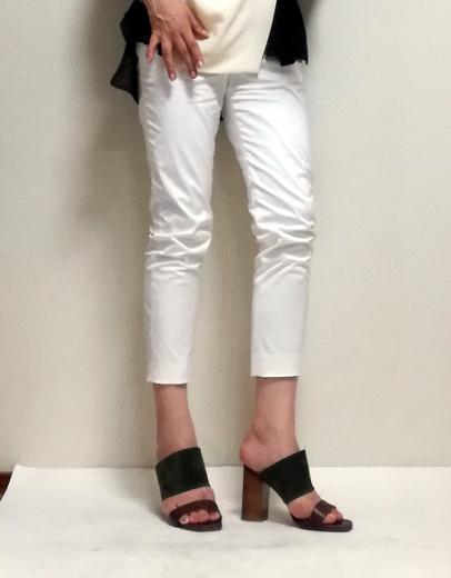 白パンツのコーディネート