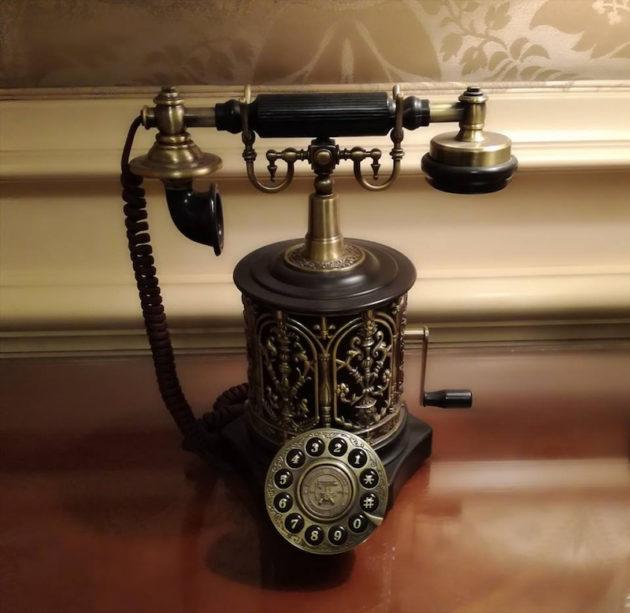 アンティークな電話